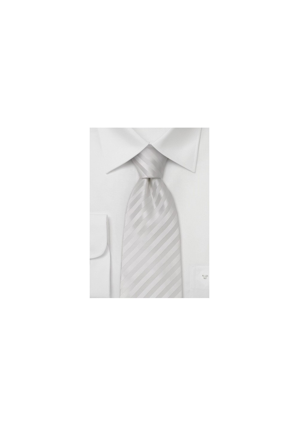 Elegant white silk tie with fine diagonal stripes