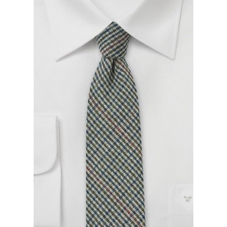 Gray Tweed Tie with Houndstooth Check Pattern