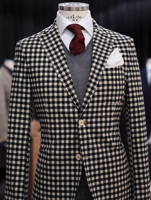 Eccentric Ways To Wear A Burgundy Tie This Winter Season