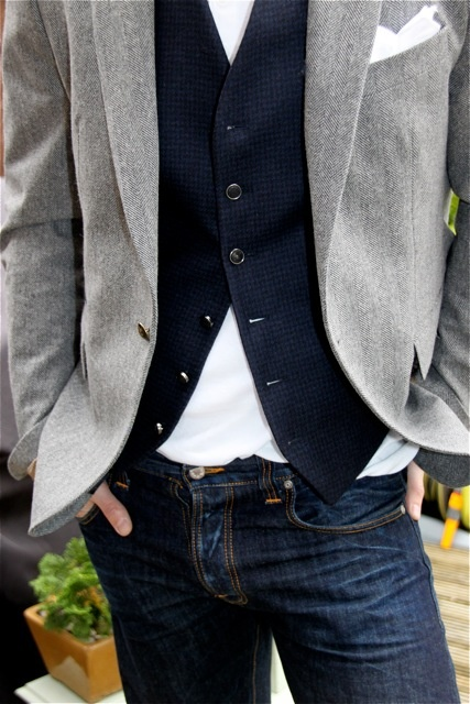 white-pocket-square-jeans