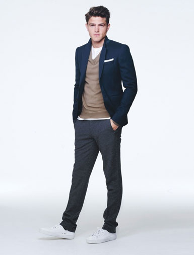 white-pocket-square-navy-sports-coat