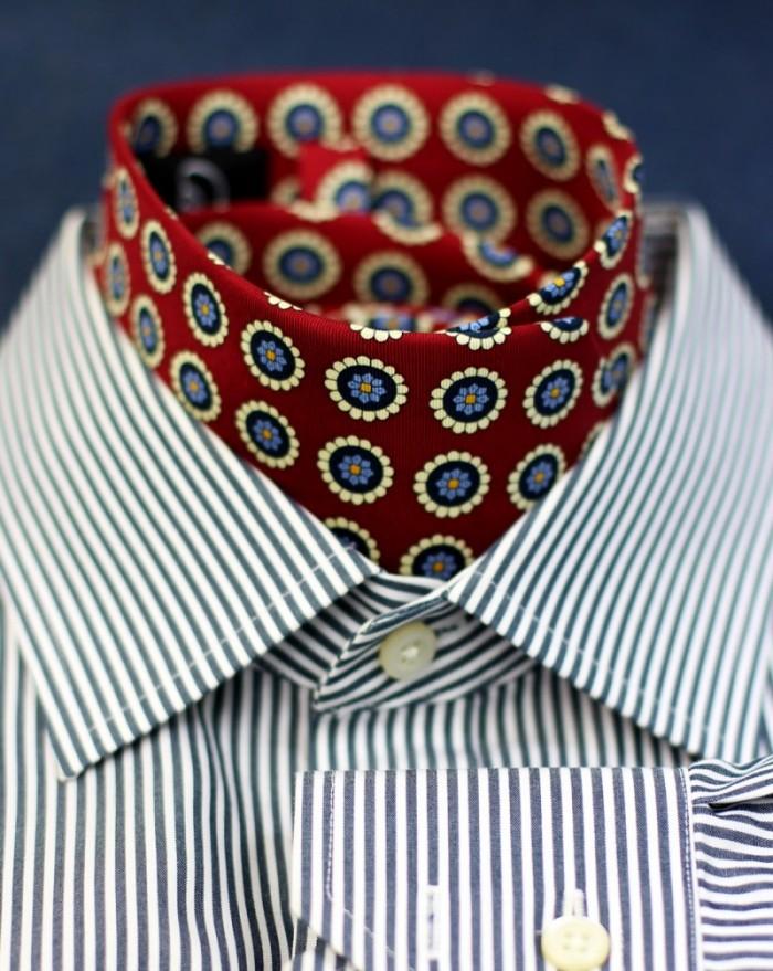 medallion-design-necktie
